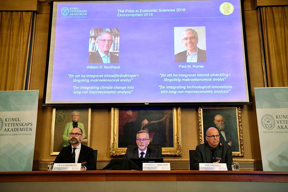 A Stoccolma il momento dell'annuncio del conferimento del Nobel per l'economia a William D Nordhaus e Paul M. Romer