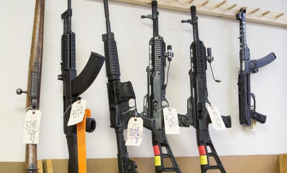 Los Angeles: pane in cambio di pistole