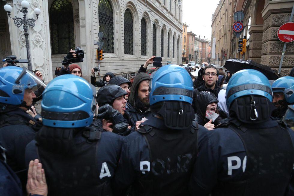 """""""Noi poliziotti, costretti a lavorare senza mezzi"""""""