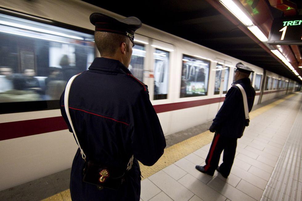 Forze dell'ordine: il mistero delle uniformi confezionate all'estero