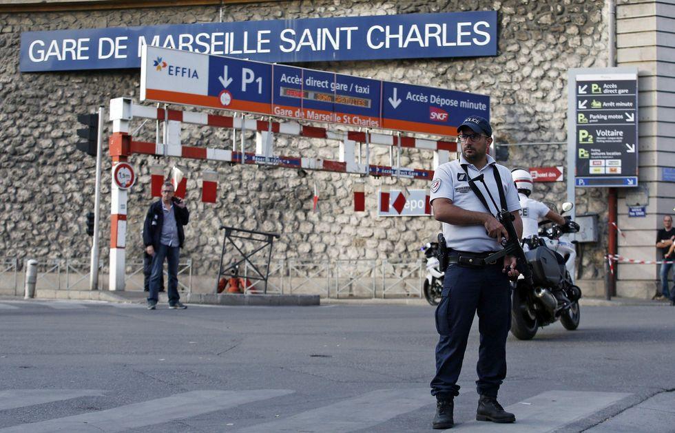 Torna il terrore in Francia: invoca Allah e uccide due ragazze