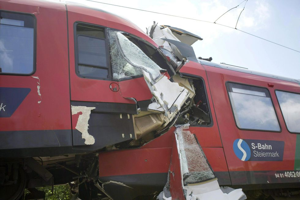 Austria, scontro fra due treni
