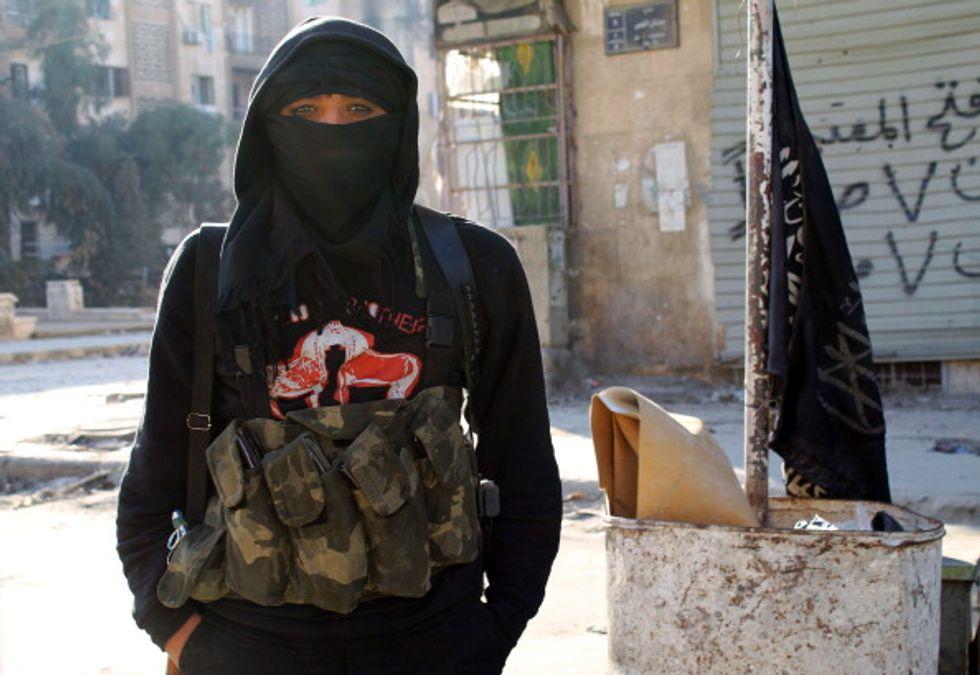 Isis, nella testa delle adolescenti affascinate dai terroristi