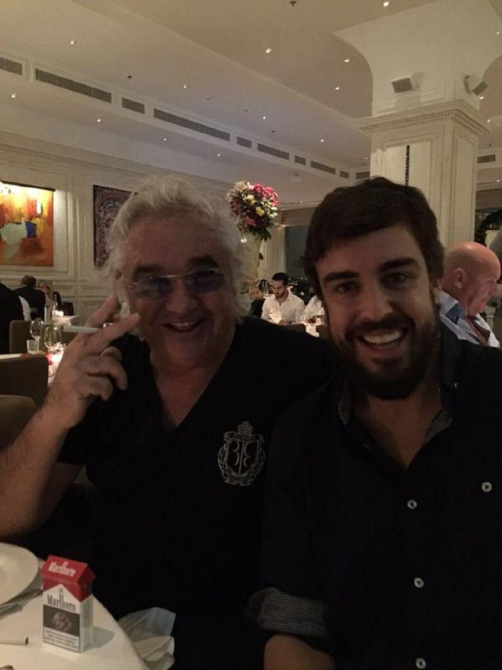 Briatore e Alonso, una sigaretta per Arrivabene