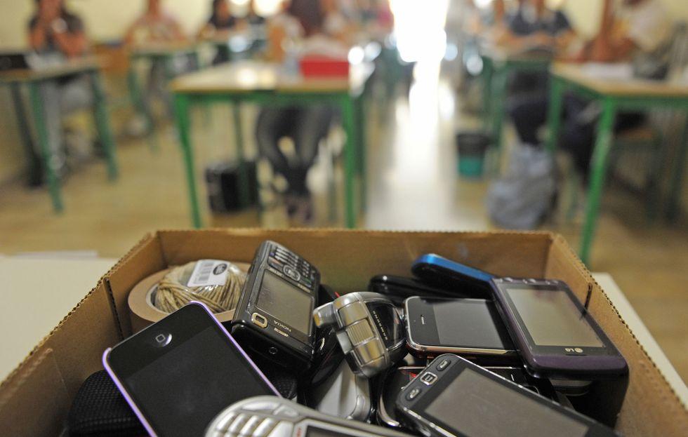 cellulare-scuola-divieto