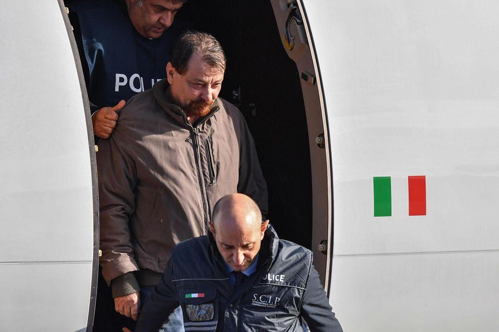 Cesare Battisti Italia terrorista Ciampino aereo