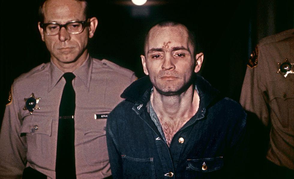 """Charles Manson, """"La Famiglia"""", i delitti"""