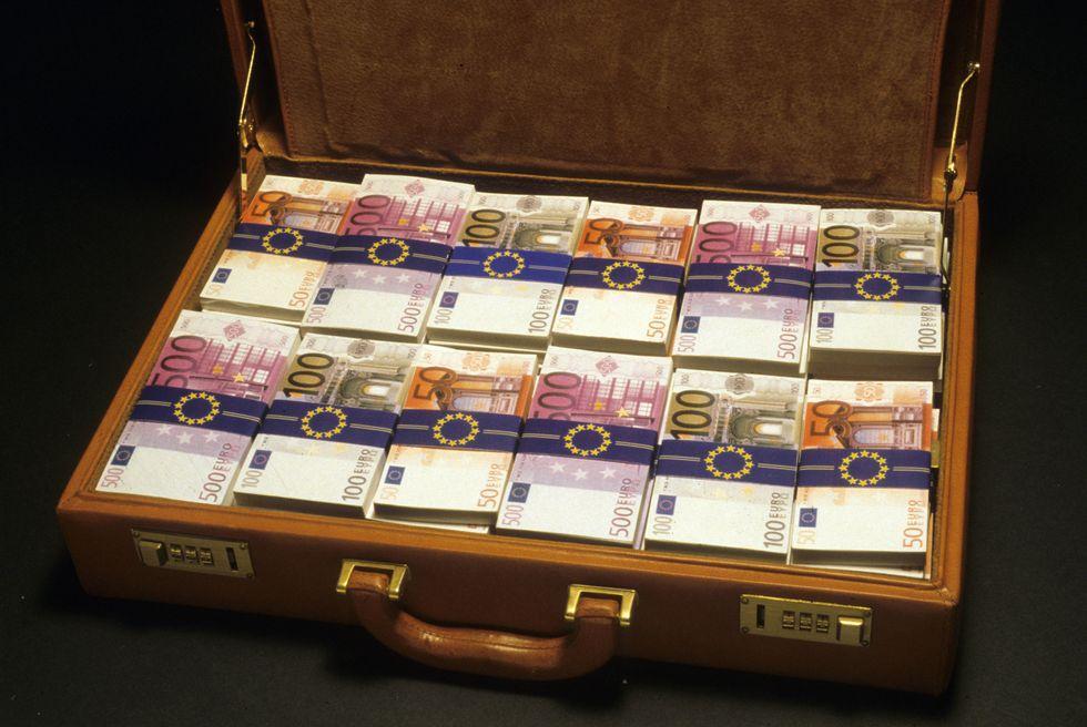 Lotta all'evasione, scatta la caccia ai capitali all'estero
