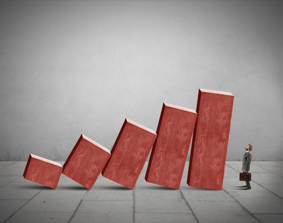 Italia fuori dalla recessione: pil in crescita dello 0,3%
