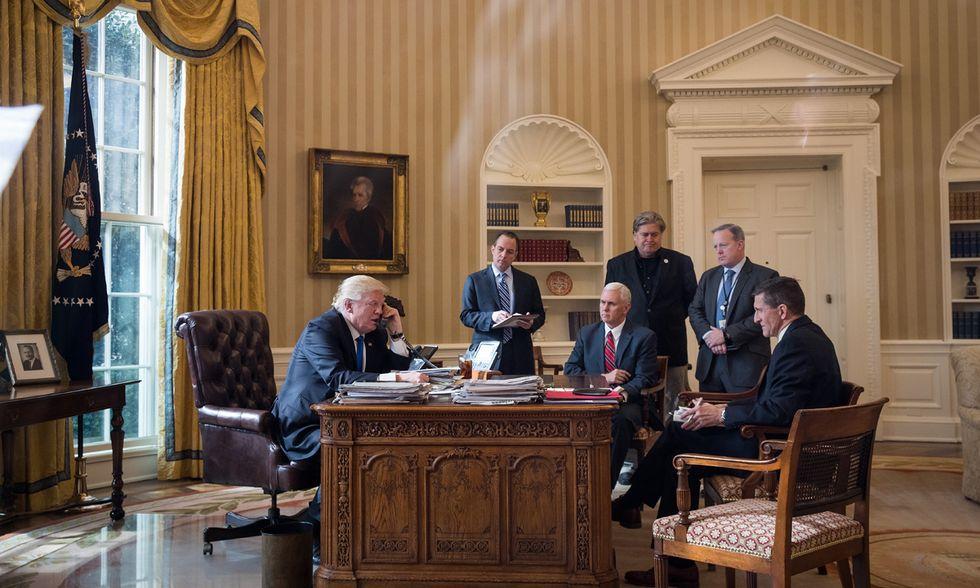 Donald Trump al telefono con Putin