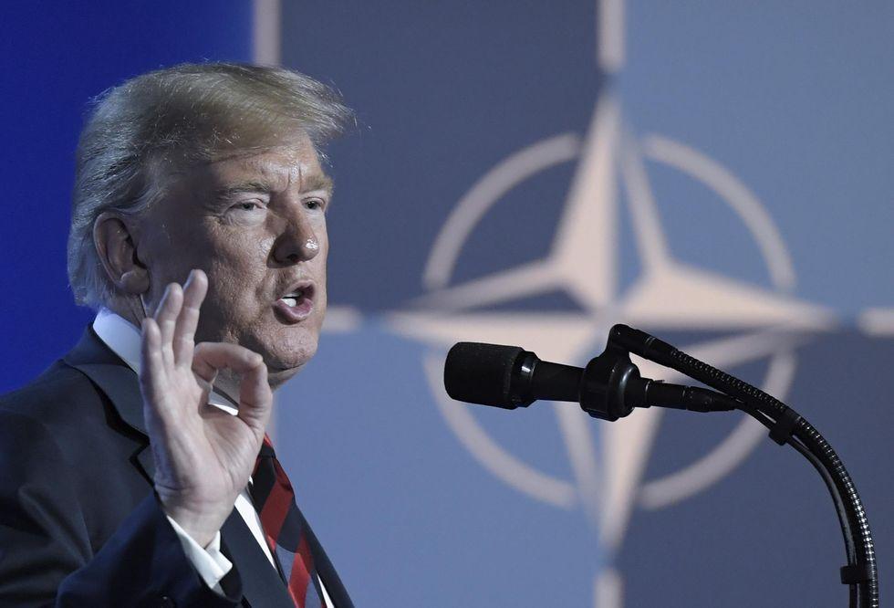 Il Donald Trump Show al vertice Nato