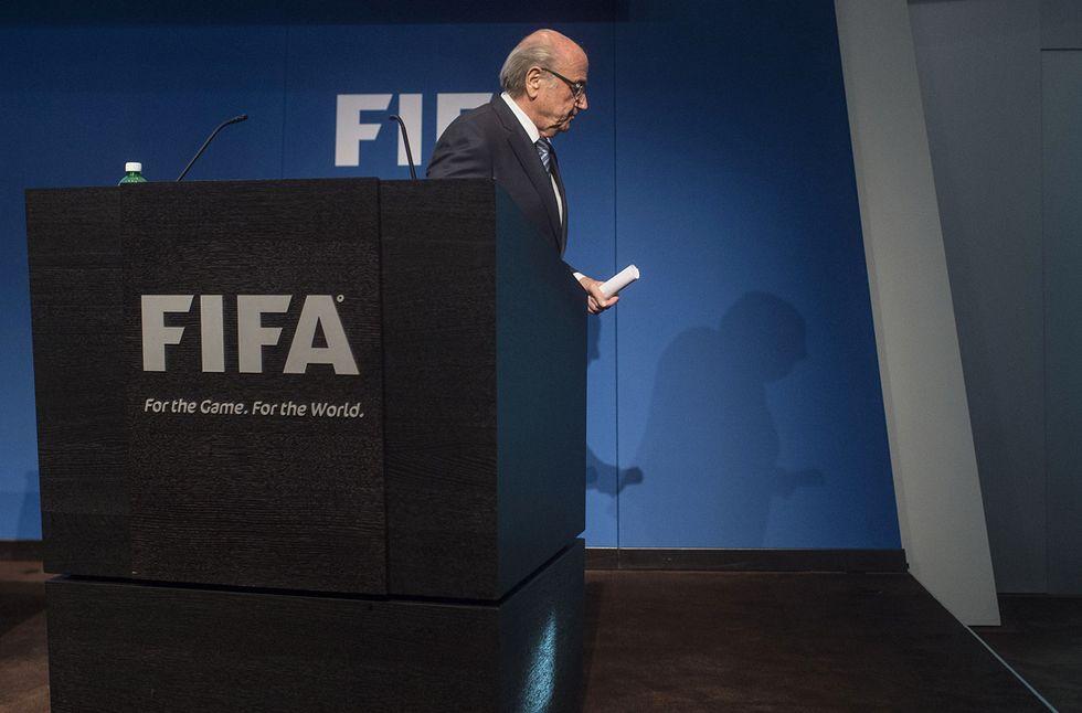 Blatter si dimette: non è più il presidente Fifa