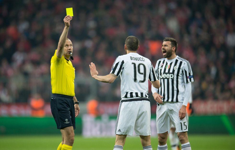 Italia contro gli arbitri: troppi errori nelle partite che ci hanno eliminato