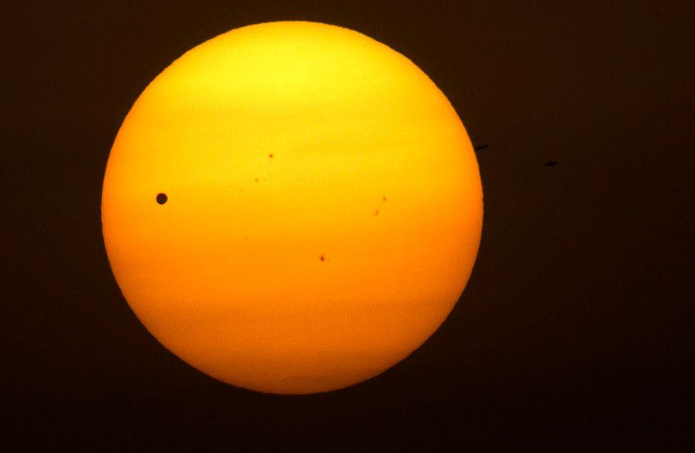 Lo spettacolo di Venere in transito tra la Terra e il Sole