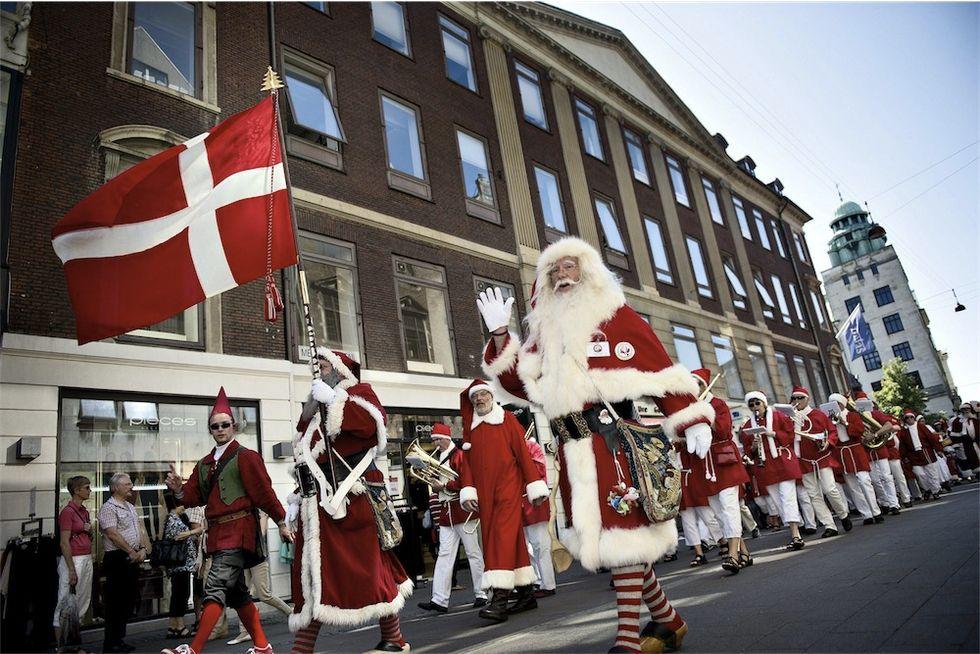 La convention dei Babbo Natale e altre foto dal mondo