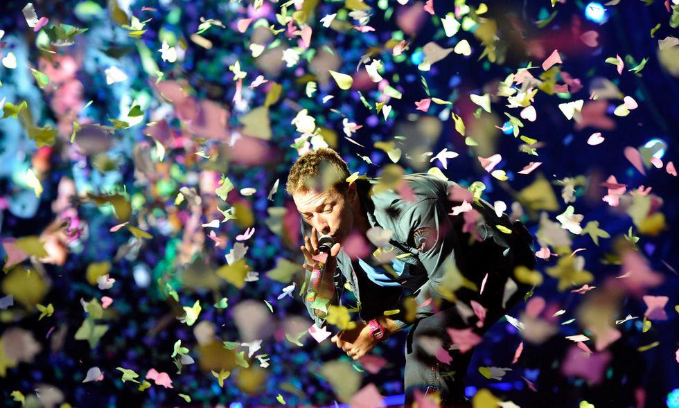 """Coldplay: Chris Martin festeggia i 40 anni con l'inedito """"Hypnotised"""""""