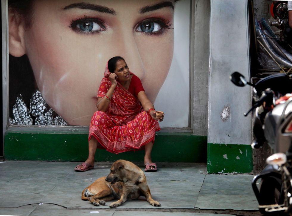 Foto di donne fra tradizione e modernità