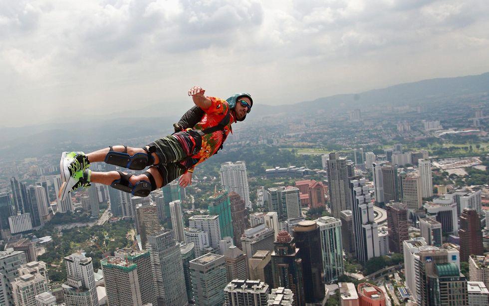 Lanci nel vuoto (con paracadute) a Kuala Lumpur