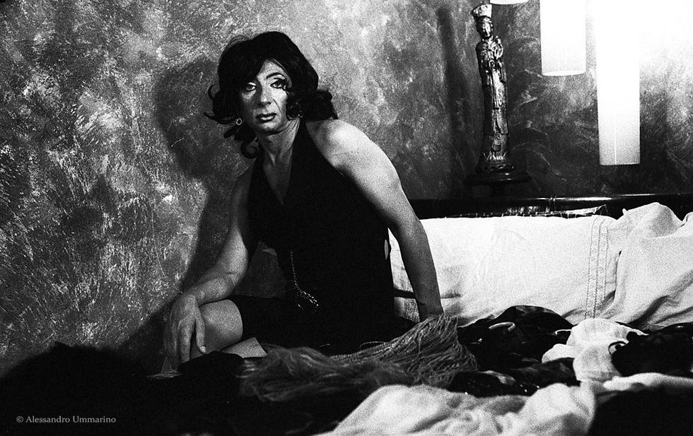 Alias, uomini travestiti da donne: la mostra a Milano
