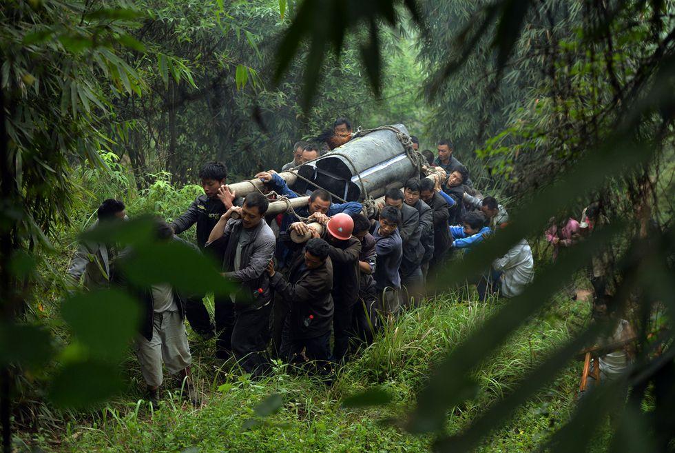 Dopo il terremoto nel Sichuan e altre foto del giorno, 22.4.2013