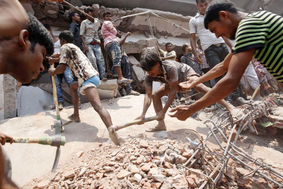 Il palazzo crollato a Dacca e altre foto del giorno, 24.4.2013