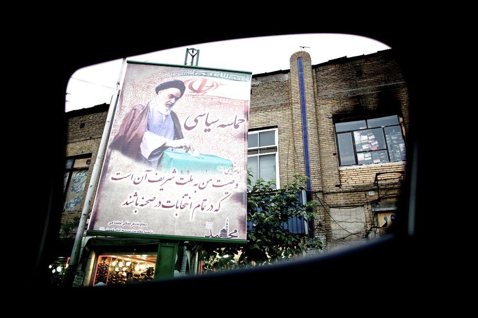 Teheran vista da un finestrino