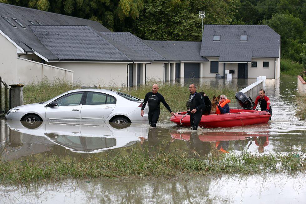 L'alluvione in Francia e altre foto del giorno, 19.6.13