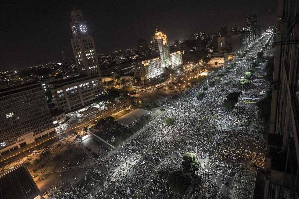 Brasile, un milione in piazza: le foto da Rio De Janeiro