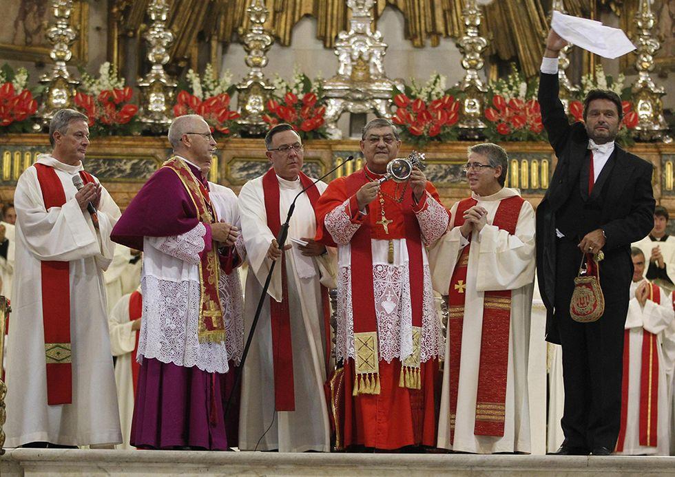 Il miracolo di San Gennaro e altre foto del giorno,19.9.2013