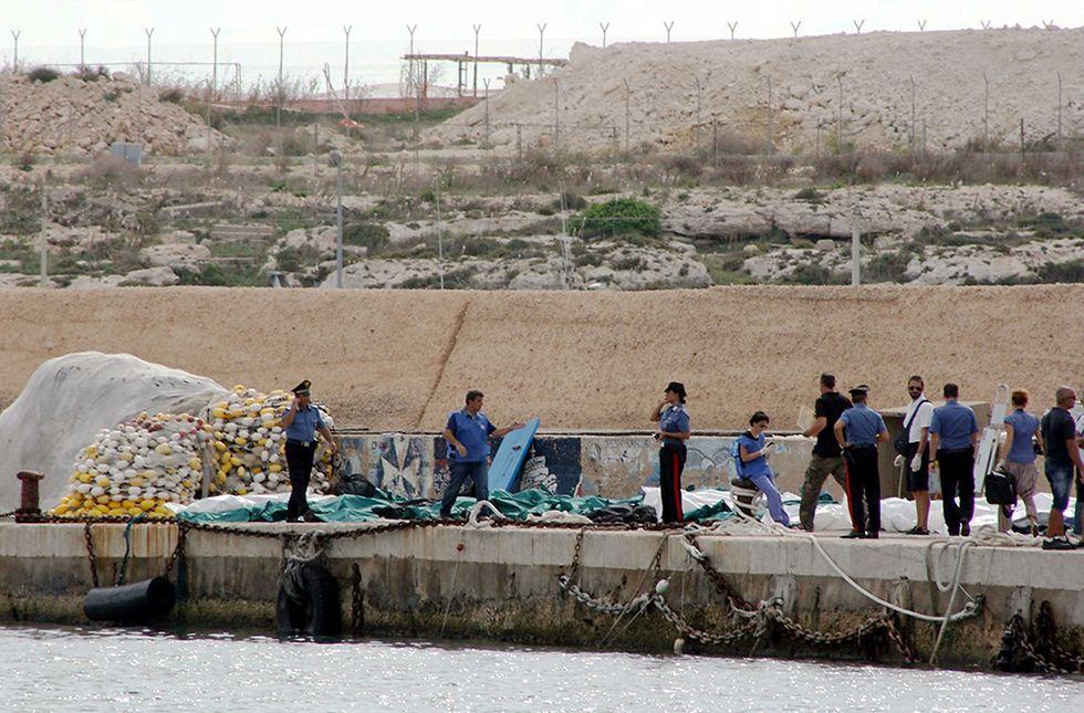 La strage di Lampedusa e altre foto del giorno, 3.10.2013