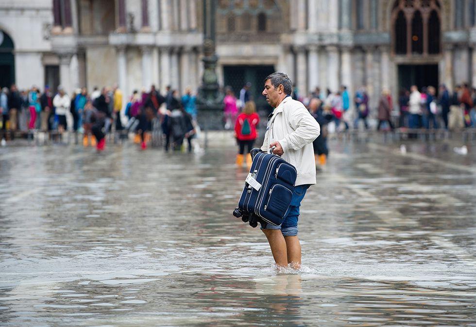 L'acqua alta a Venezia e altre foto del giorno, 7.10.2013