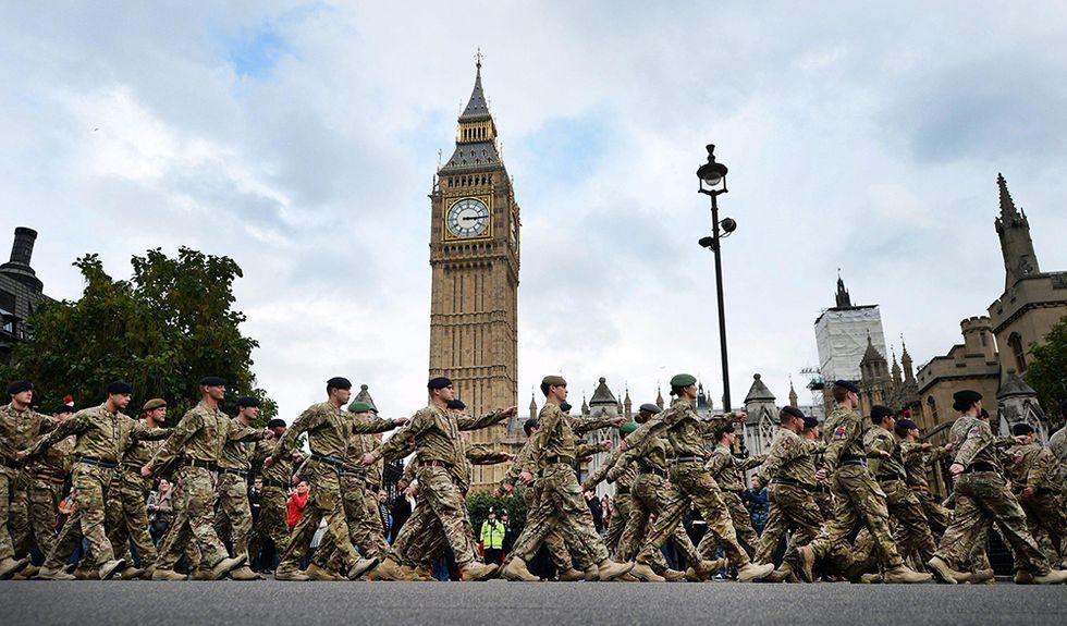 Terrorismo: arrestati quattro militari dell'esercito britannico