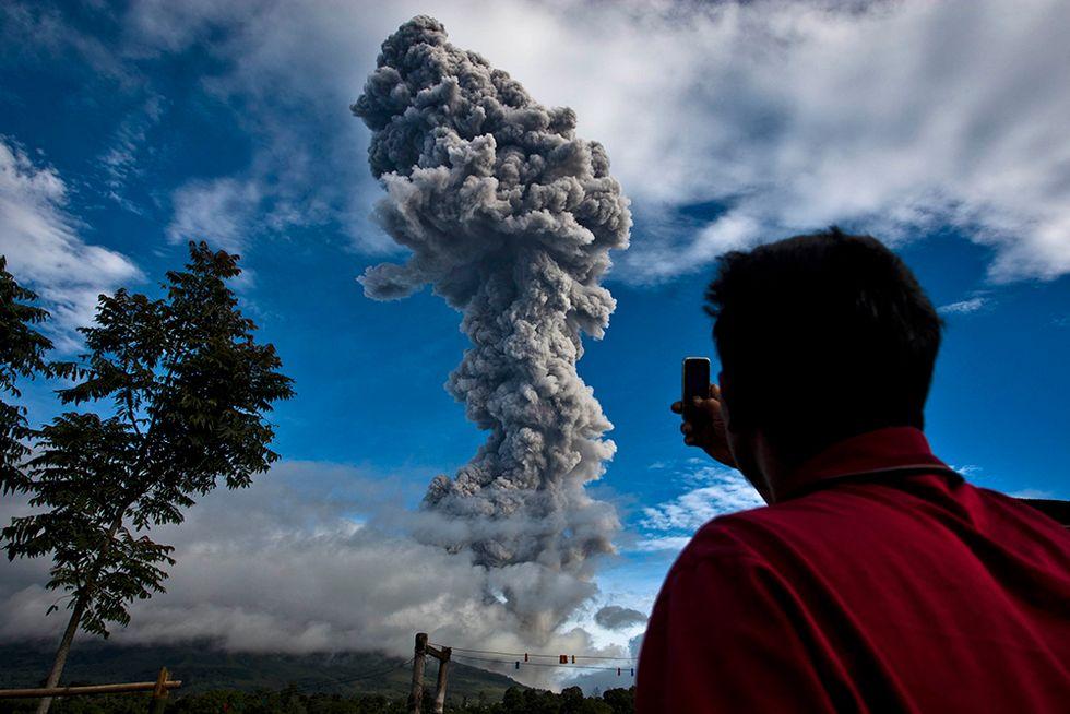 Il Sinabung in eruzione: le foto più belle
