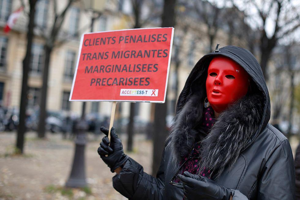 Prostitute contro le sanzioni ai clienti in Francia e altre foto del giorno, 29.11.2013
