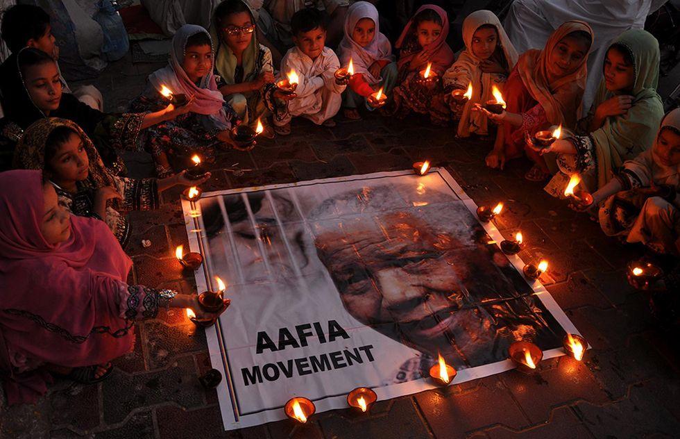 Il mondo dice addio a Nelson Mandela - Foto del giorno, 6.12.2013