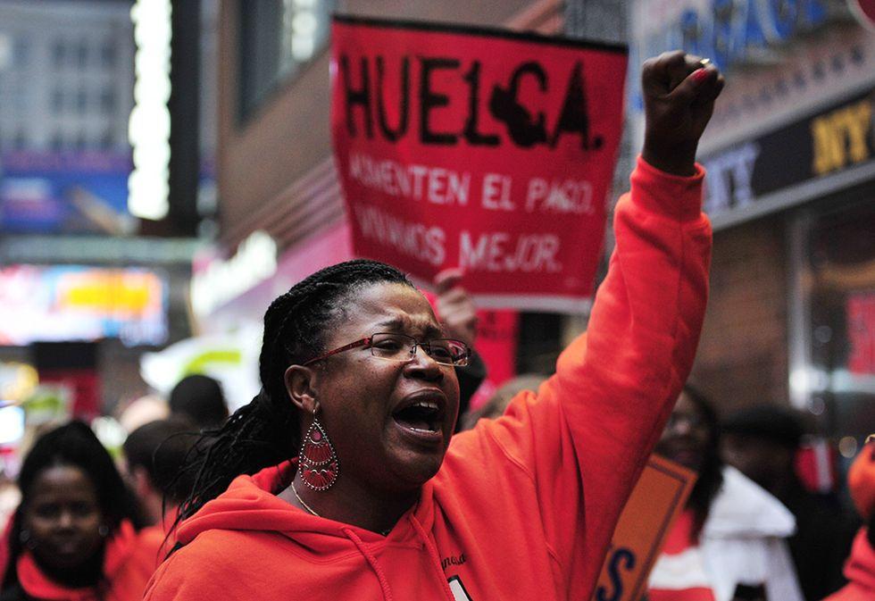 Lavoratori USA dei fast-food in sciopero e altre foto del giorno, 5.12.2013