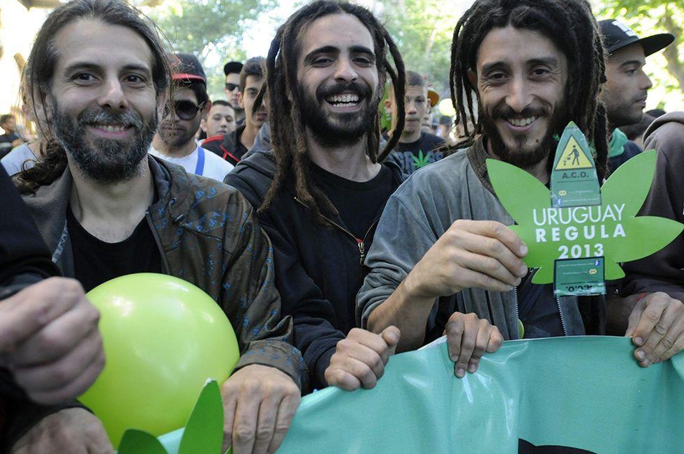 Marijuana legale in Uruguay e altre foto del giorno, 11.12.2013