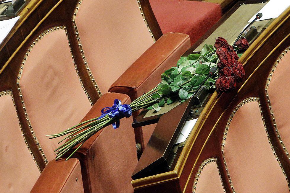 Fiori per Abbado in Senato e altre foto del giorno, 21.1.2014