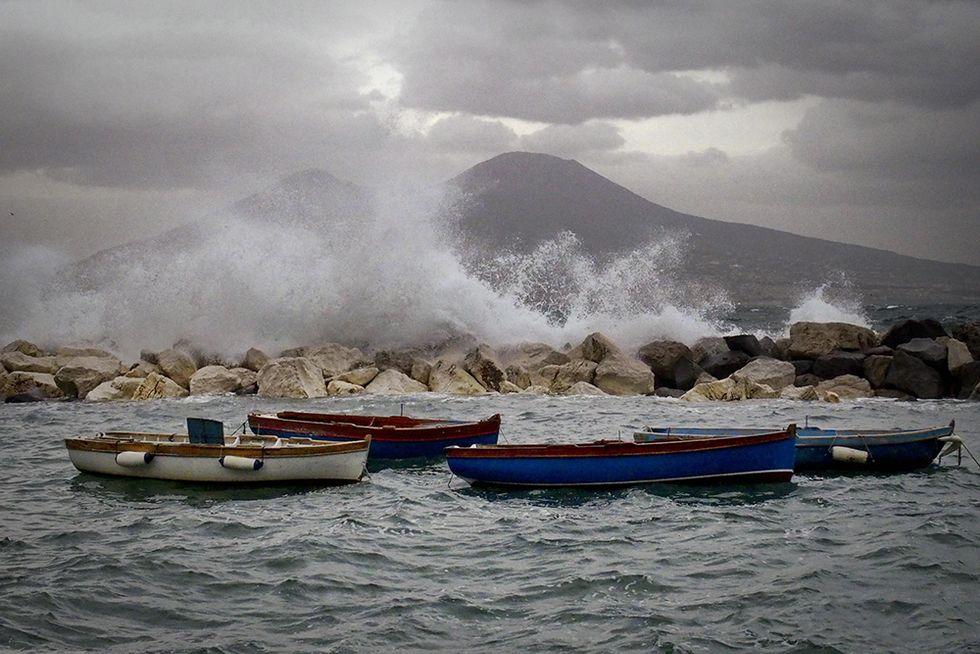 Mare molto mosso a Napoli e altre foto del giorno, 31.1.2014