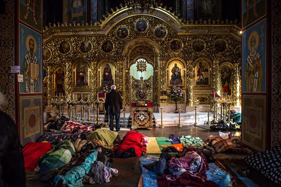 Sacchi a pelo nella cattedrale a Kiev e altre foto del giorno, 19.2.2014