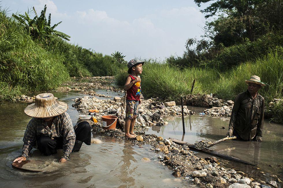 Cercatori d'oro in Thailandia