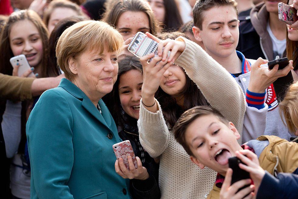 I selfie con Angela Merkel e altre foto del giorno, 31.03.2014
