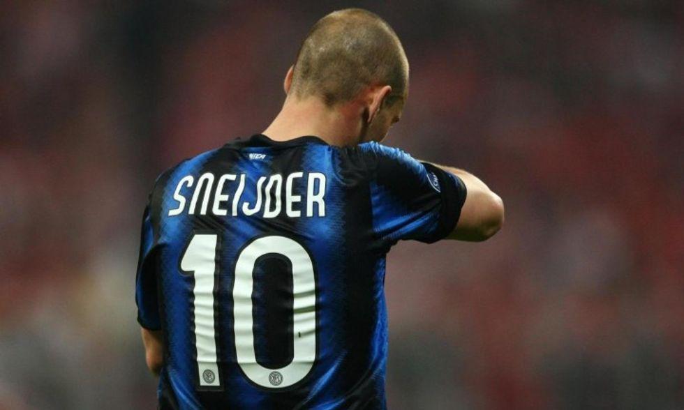 """Sneijder minaccia l'Inter: """"Via per giusta causa"""". Ma non ha diritto..."""