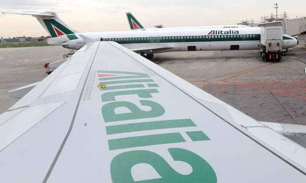 Alitalia, in volo con Air France ed Ethiad