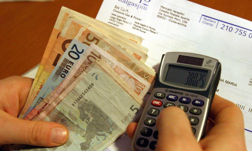 Luce e gas: chi sceglie il web risparmia 30 euro al mese