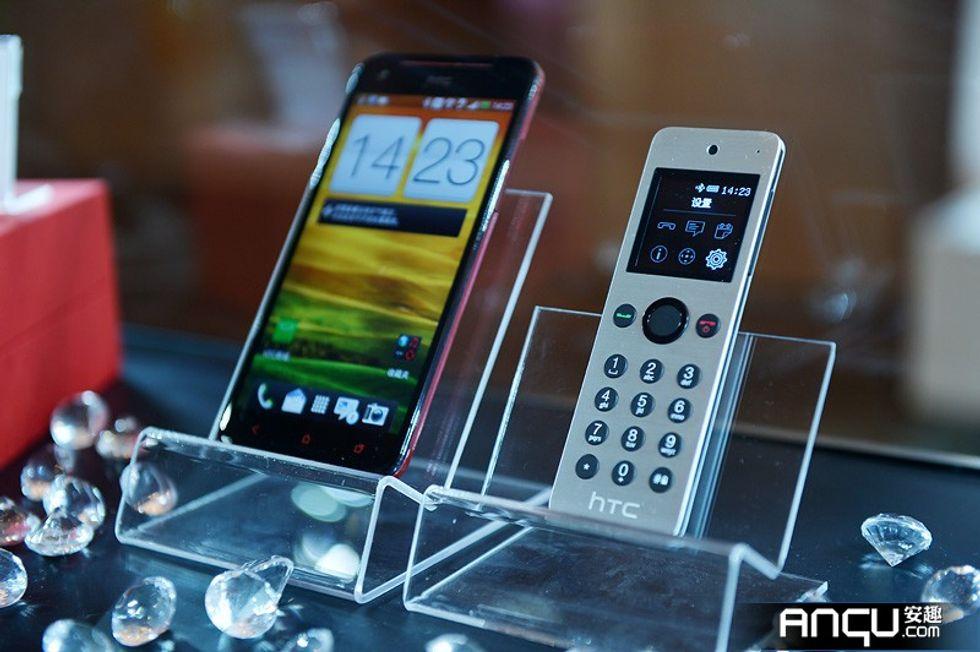 Paradosso phablet: se lo smartphone è troppo grande, te ne serve un altro