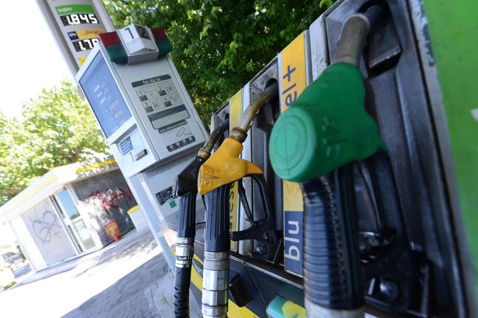 Benzina, prezzi in aumento e gettito fiscale in calo