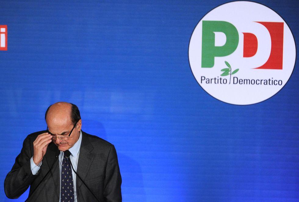 O il caos o Berlusconi: il dilemma che toglie il sonno a Bersani
