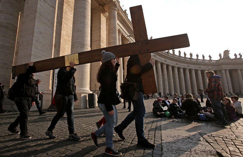 """Papa Benedetto XVI: """"Non abbandono la croce"""""""