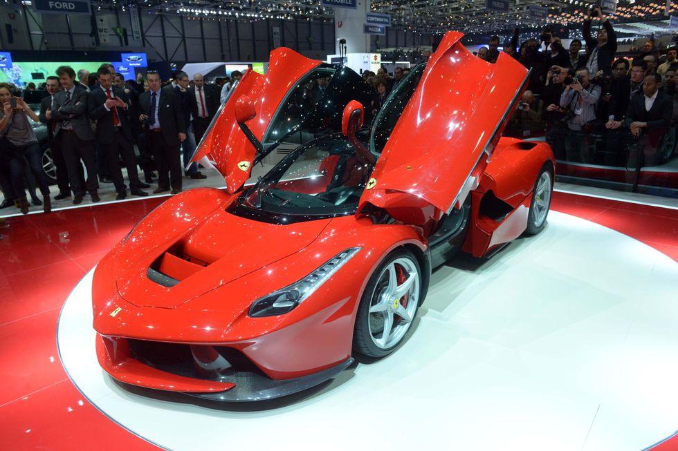 Ferrari sfida Volkswagen, premi di produzione record